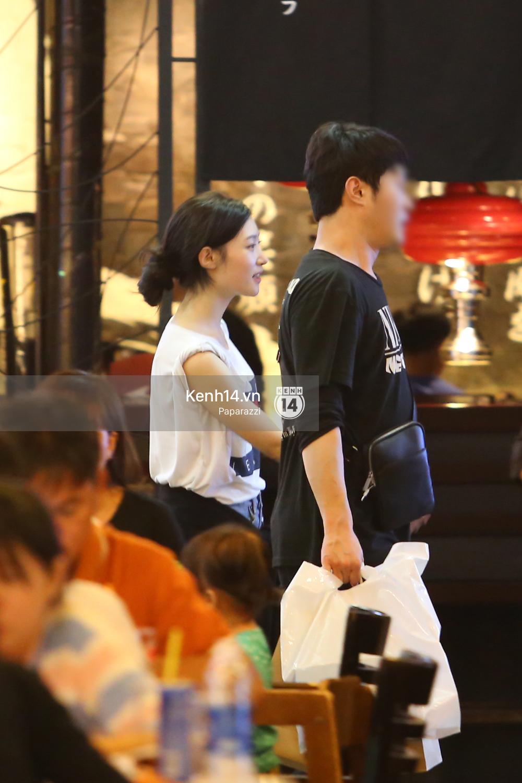 Nữ thần sắc đẹp thế hệ mới Jung Chae Yeon thoải mái đi mua sắm và ăn kem ở trung tâm thương mại đông người tại Việt Nam - Ảnh 8.