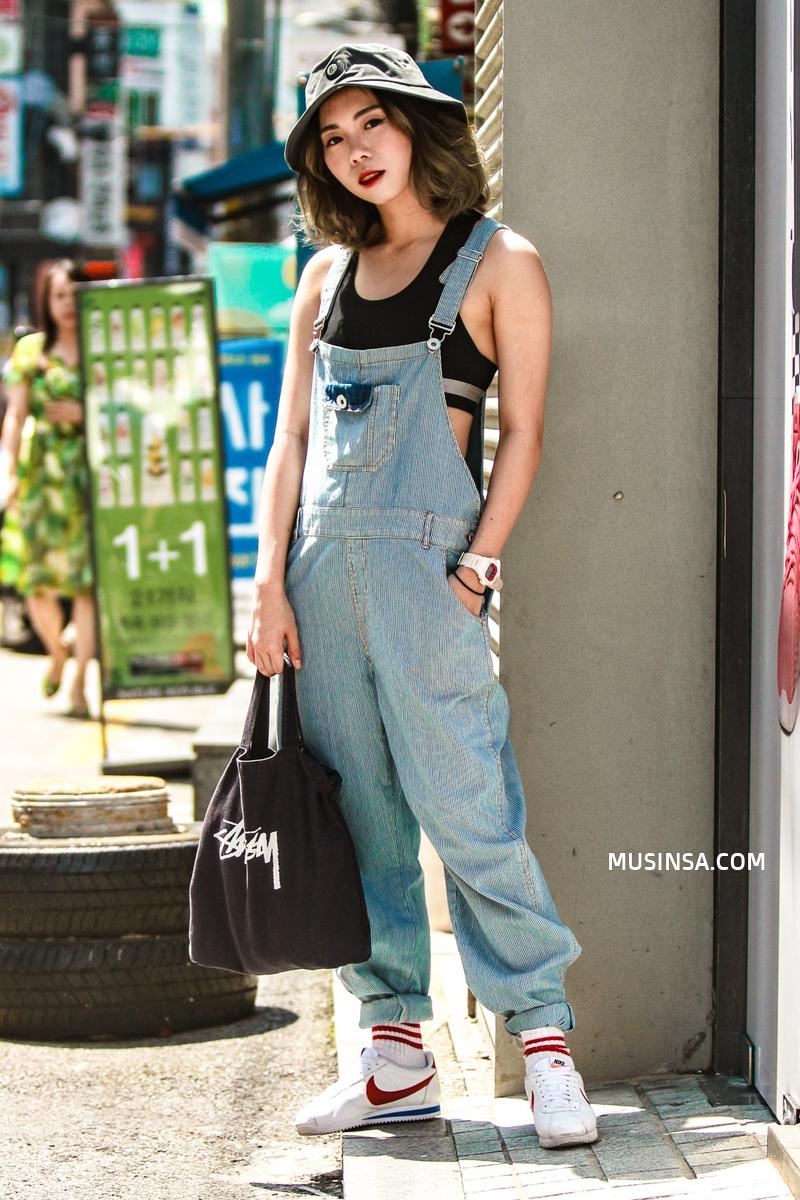 Áo phông, quần jeans, layering - 3 yếu tố đinh trong cách mix đồ chớm thu của giới trẻ Hàn - Ảnh 9.