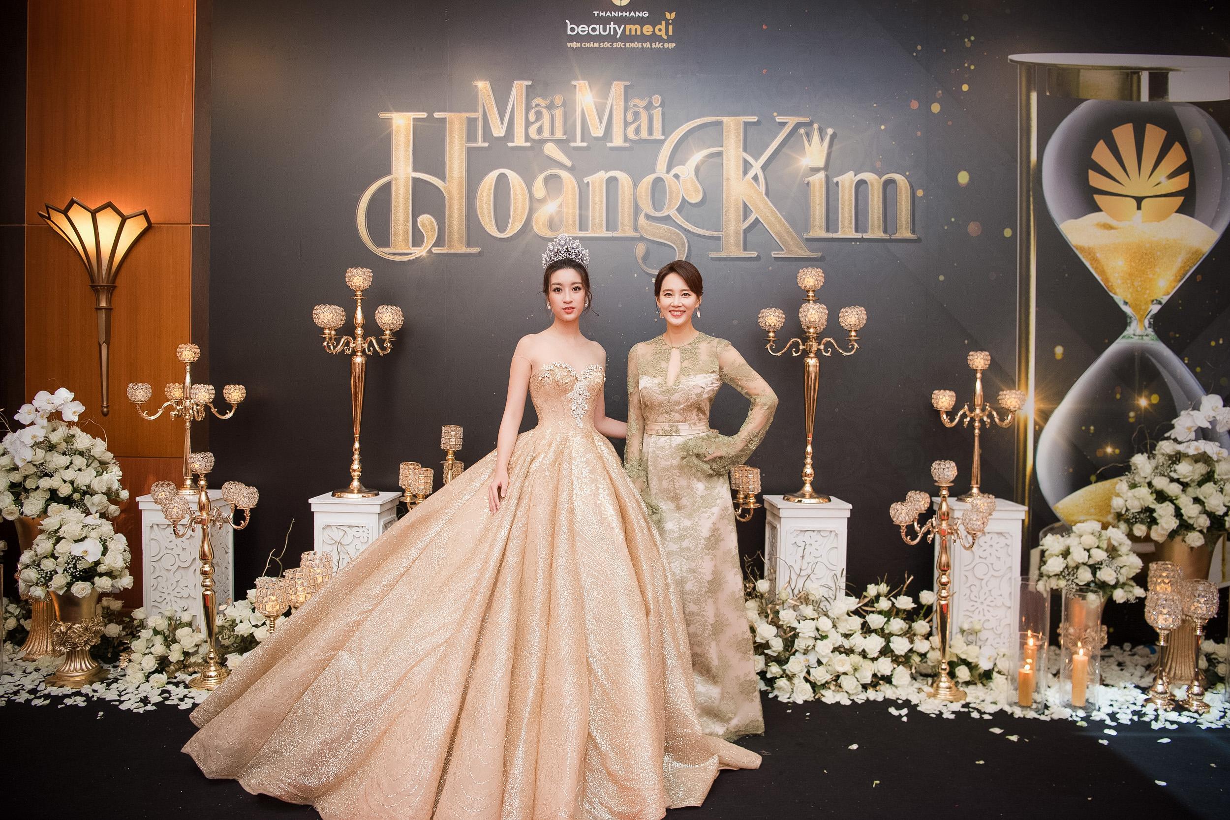 """Ở tuổi 47, ngôi sao phim """"Gia đình là số 1"""" vẫn trẻ trung và nổi bật dự sự kiện tại Việt Nam - Ảnh 3."""