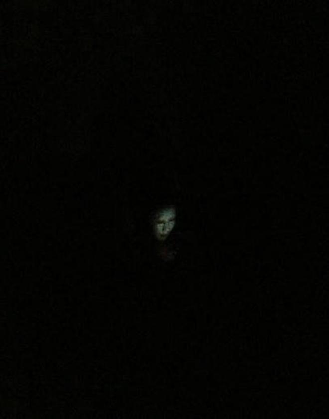 Lỡ bước chân vào phòng ký túc xá nữ vào buổi tối, và đây là khung cảnh kinh hoàng mà người ta phải thấy - Ảnh 3.