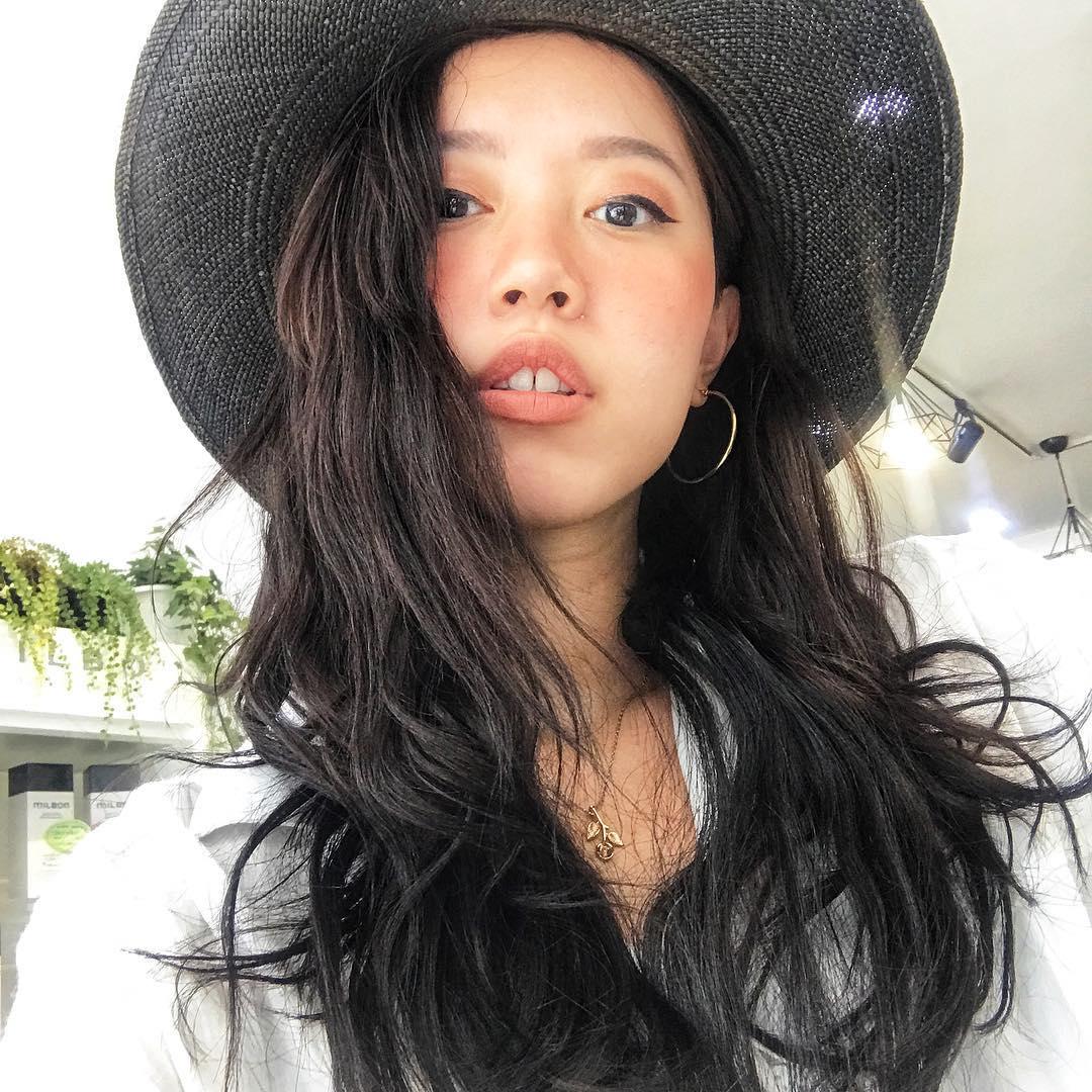Nhỏ xinh nhưng lợi hại, đây là món phụ kiện nâng tầm phong cách đang được các hot girl Việt diện cực nhiều - Ảnh 12.