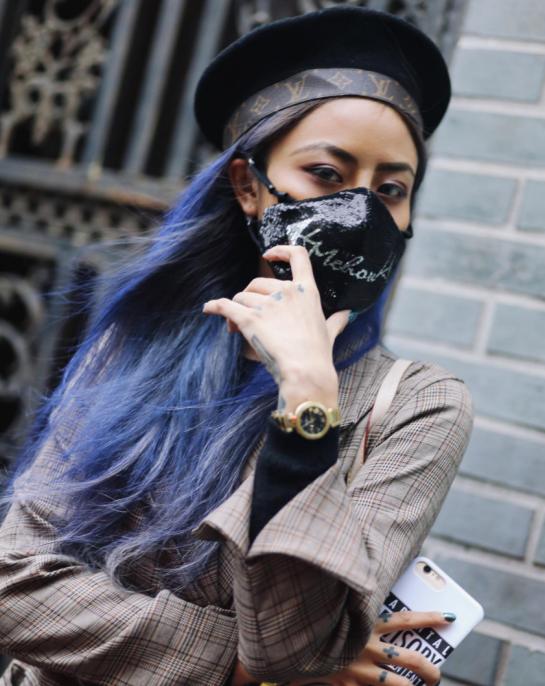 Giới trẻ châu Á đeo khẩu trang ngày một nhiều nhưng không phải để che bụi hay do bị cảm mà để trông... chất hơn - Ảnh 9.