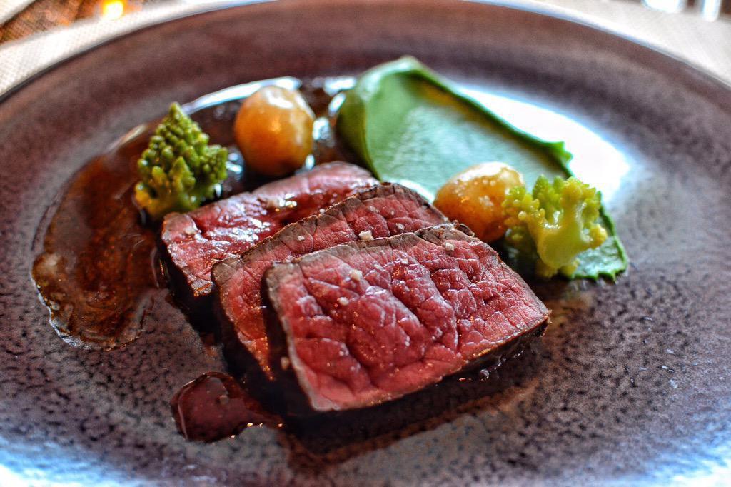 Món thịt bò ngủ đông đắt nhất thế giới, muốn ăn phải đặt trước cả năm trời - Ảnh 4.