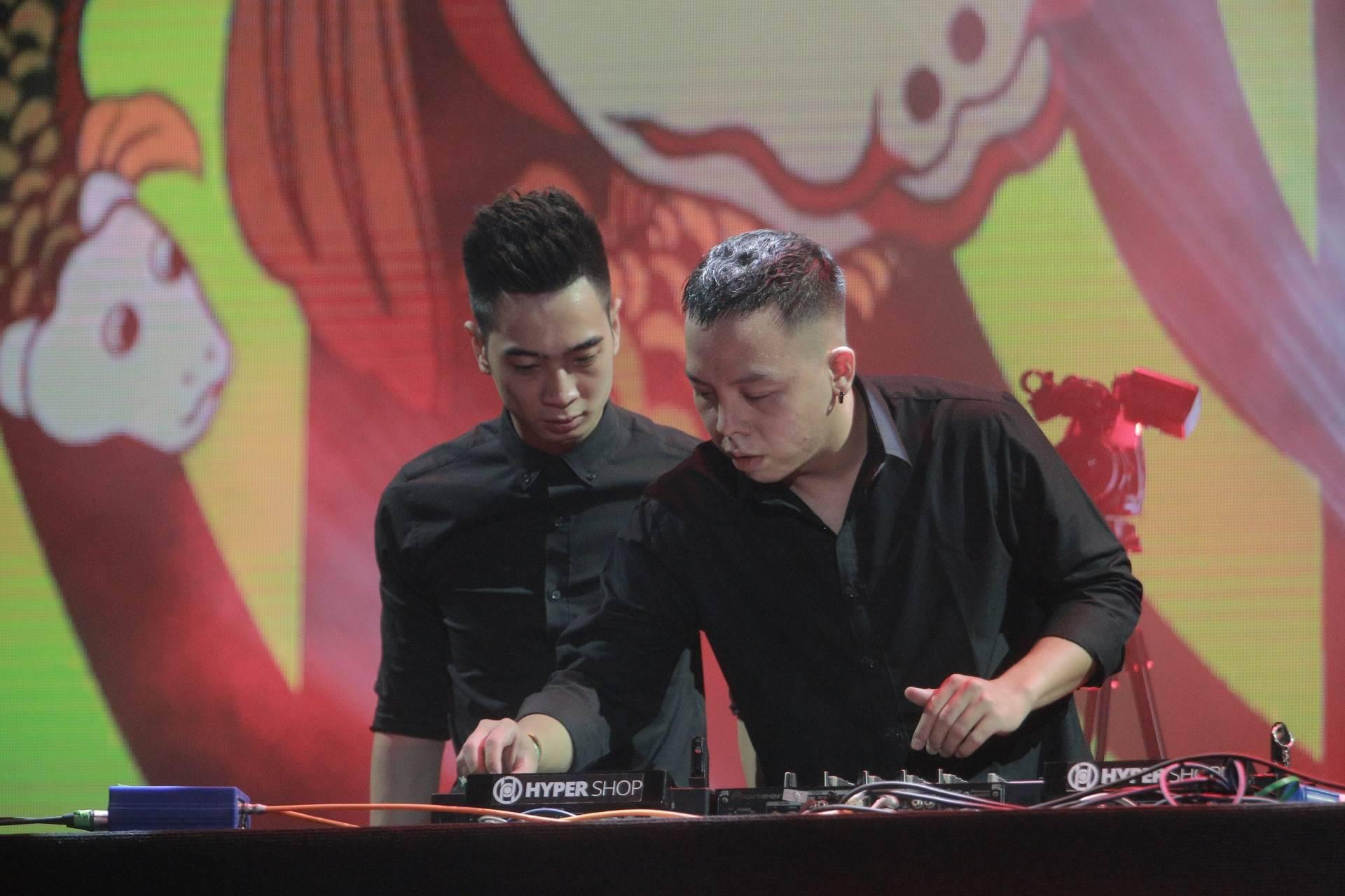 """Hoàng Touliver, SlimV cùng các nghệ sĩ quốc tế làm bùng nổ đêm nhạc đầu tiên của """"Monsoon Music Festival 2017 by Tuborg"""" - Ảnh 21."""