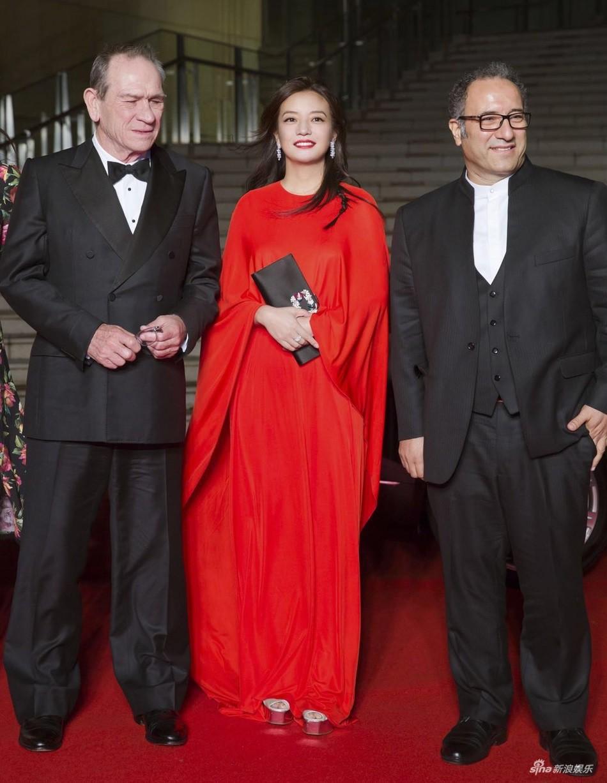 Style của bộ 3 Hoàn Châu Cách Cách: A hoàn trở thành nữ hoàng thảm đỏ sang chảnh lồng lộn, 2 công chúa lại đơn giản, nhẹ nhàng bất ngờ - Ảnh 8.