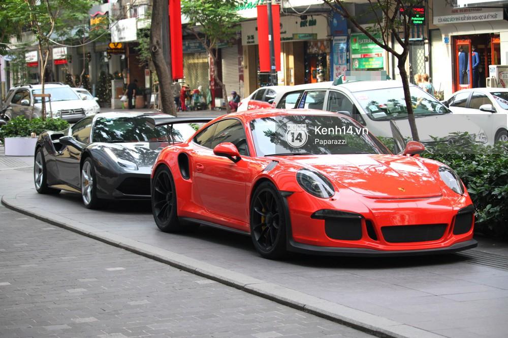 Diện đồ ton sur ton, Cường Đô la - Đàm Thu Trang và Subeo nổi bật với siêu xe trên phố - Ảnh 2.