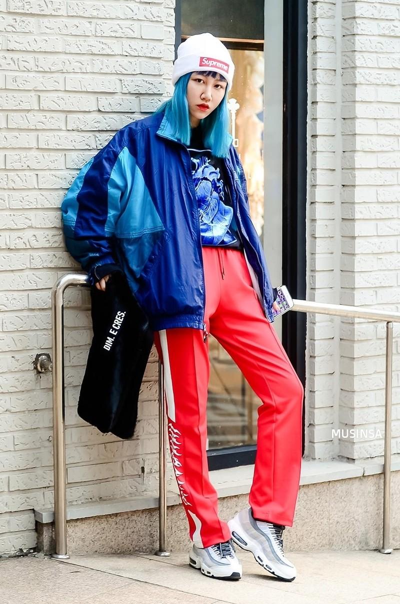 Street style siêu đẹp của giới trẻ Hàn toàn những item quen thuộc mà bạn đang có sẵn trong tủ đồ - Ảnh 7.