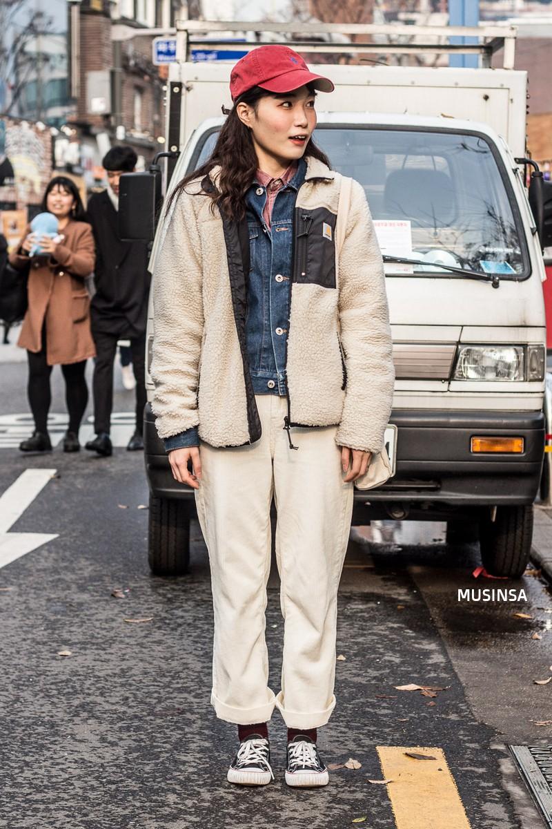 Street style siêu đẹp của giới trẻ Hàn toàn những item quen thuộc mà bạn đang có sẵn trong tủ đồ - Ảnh 8.
