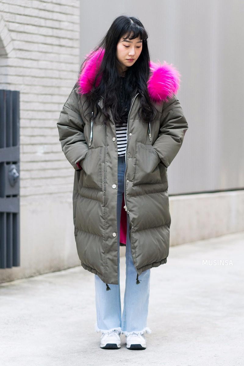 Street style siêu đẹp của giới trẻ Hàn toàn những item quen thuộc mà bạn đang có sẵn trong tủ đồ - Ảnh 11.