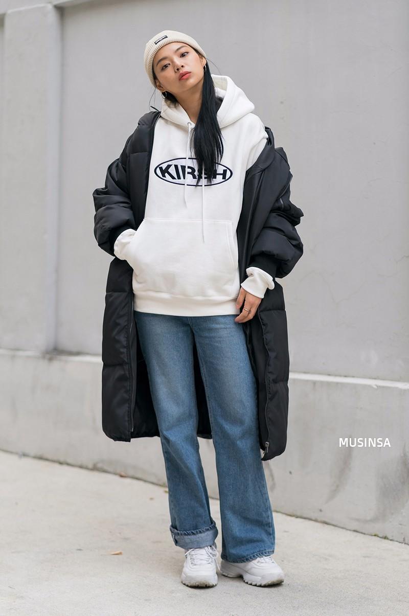 Street style siêu đẹp của giới trẻ Hàn toàn những item quen thuộc mà bạn đang có sẵn trong tủ đồ - Ảnh 4.