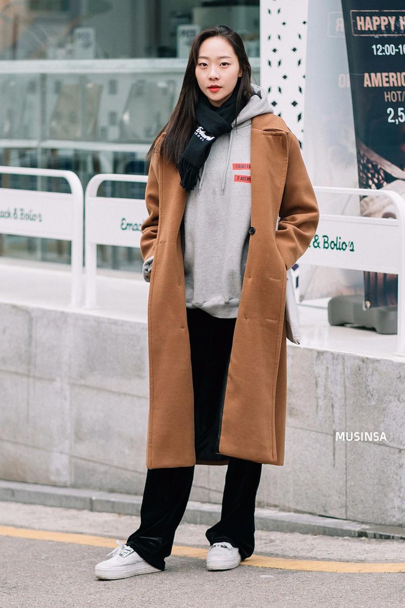 Ngắm street style mãn nhãn của giới trẻ Hàn, bạn sẽ thấy mình đã bỏ qua biết bao chiêu mix đồ đơn giản mà hay ho - Ảnh 2.