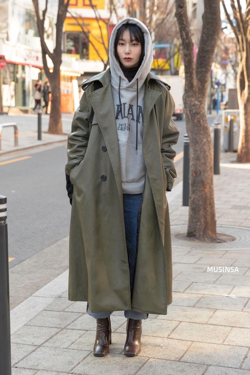 Ngắm street style mãn nhãn của giới trẻ Hàn, bạn sẽ thấy mình đã bỏ qua biết bao chiêu mix đồ đơn giản mà hay ho - Ảnh 9.