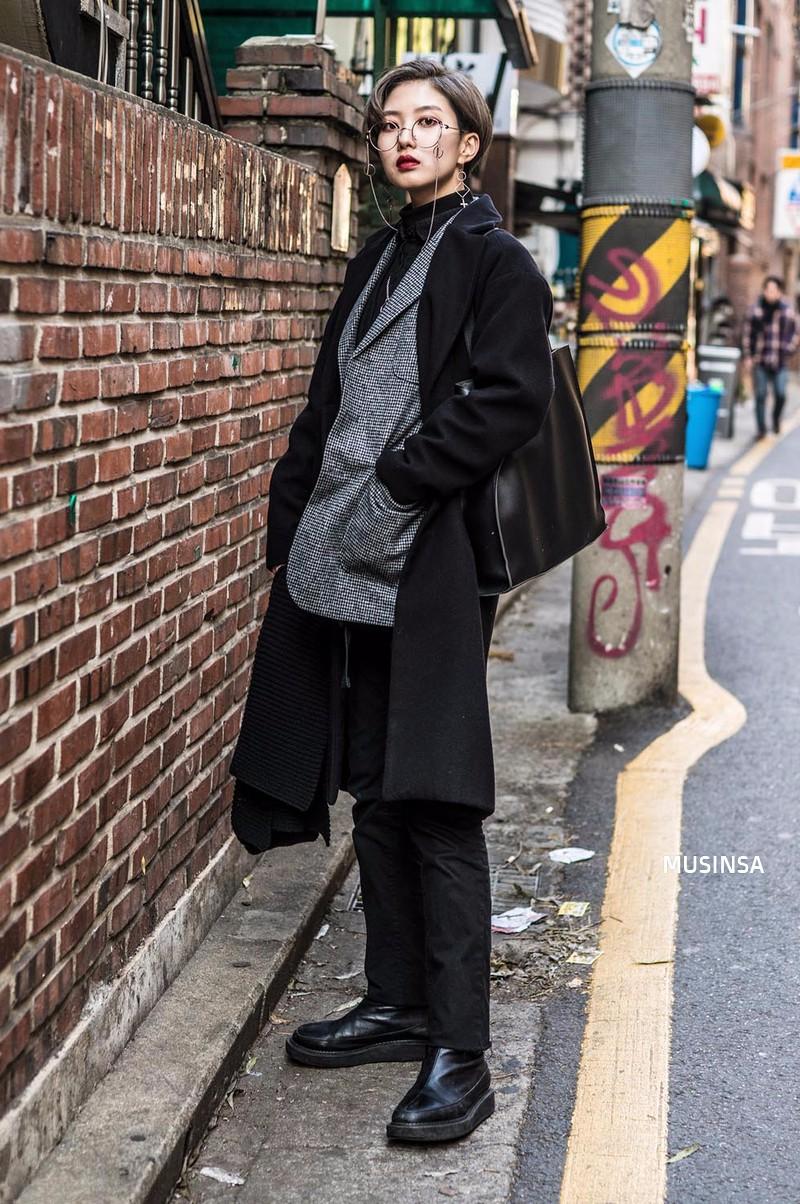 Ngắm street style mãn nhãn của giới trẻ Hàn, bạn sẽ thấy mình đã bỏ qua biết bao chiêu mix đồ đơn giản mà hay ho - Ảnh 12.