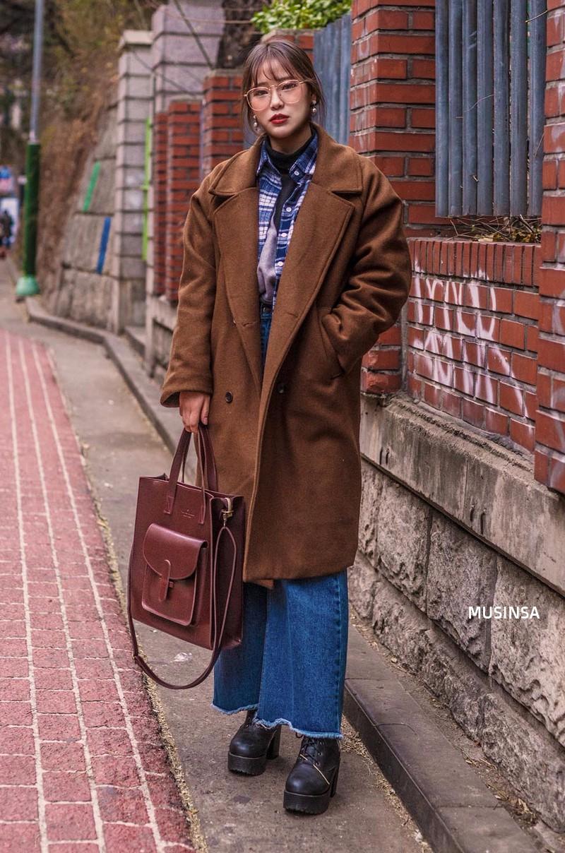 Ngắm street style mãn nhãn của giới trẻ Hàn, bạn sẽ thấy mình đã bỏ qua biết bao chiêu mix đồ đơn giản mà hay ho - Ảnh 7.
