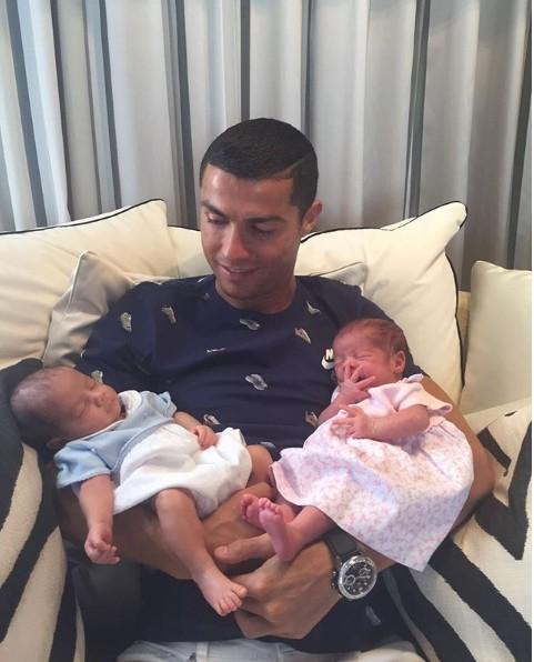 10 bức ảnh nhận bão LIKE trên Instagram của Ronaldo - Ảnh 3.