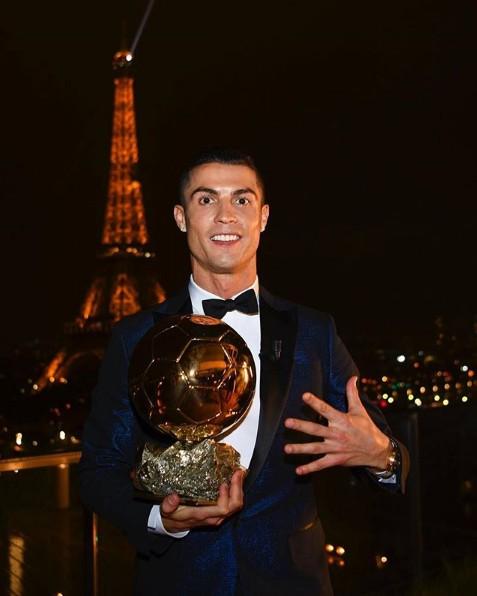 10 bức ảnh nhận bão LIKE trên Instagram của Ronaldo - Ảnh 2.