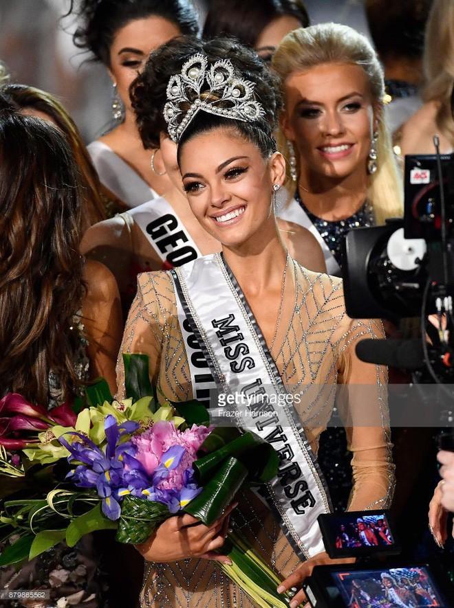 Hoa hậu của 6 cuộc thi lớn nhất thế giới năm 2017: Người đẹp tuyệt trần, kẻ thì bị chê là thảm họa - Ảnh 1.