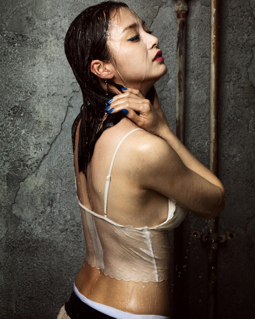 Tranh cãi việc Kim Hee Sun tự nhận mình đẹp hơn cả Kim Tae Hee và Jeon Ji Hyun - Ảnh 17.