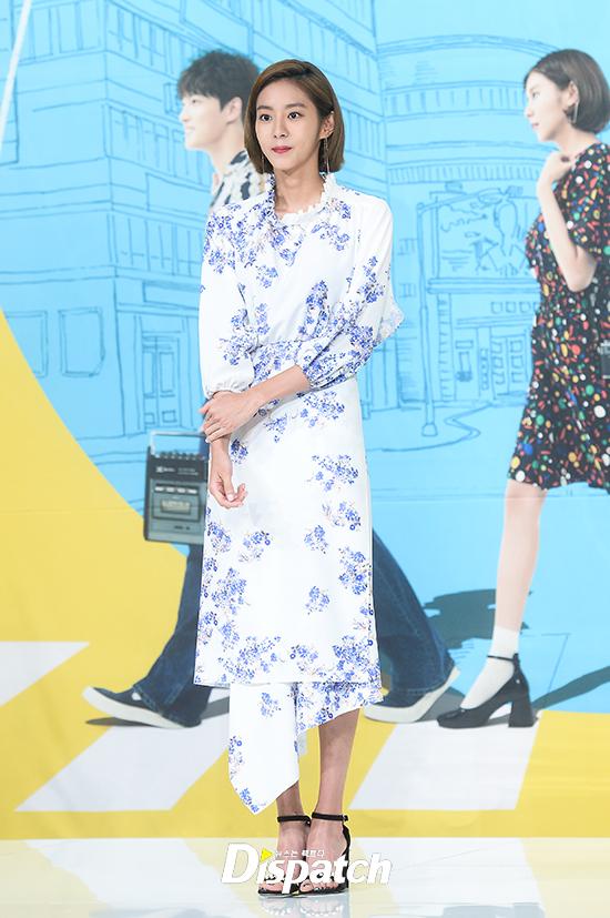 Jaejoong trở lại điển trai như hoàng tử, UEE diện váy rách hay cố tình? - Ảnh 1.