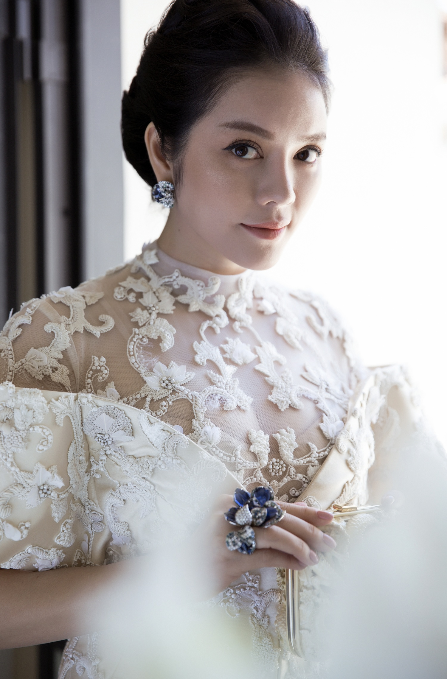 Không thua chị kém em, Lý Nhã Kỳ lộng lẫy như bà hoàng trên thảm đỏ khai màn LHP Cannes 2017 - Ảnh 26.