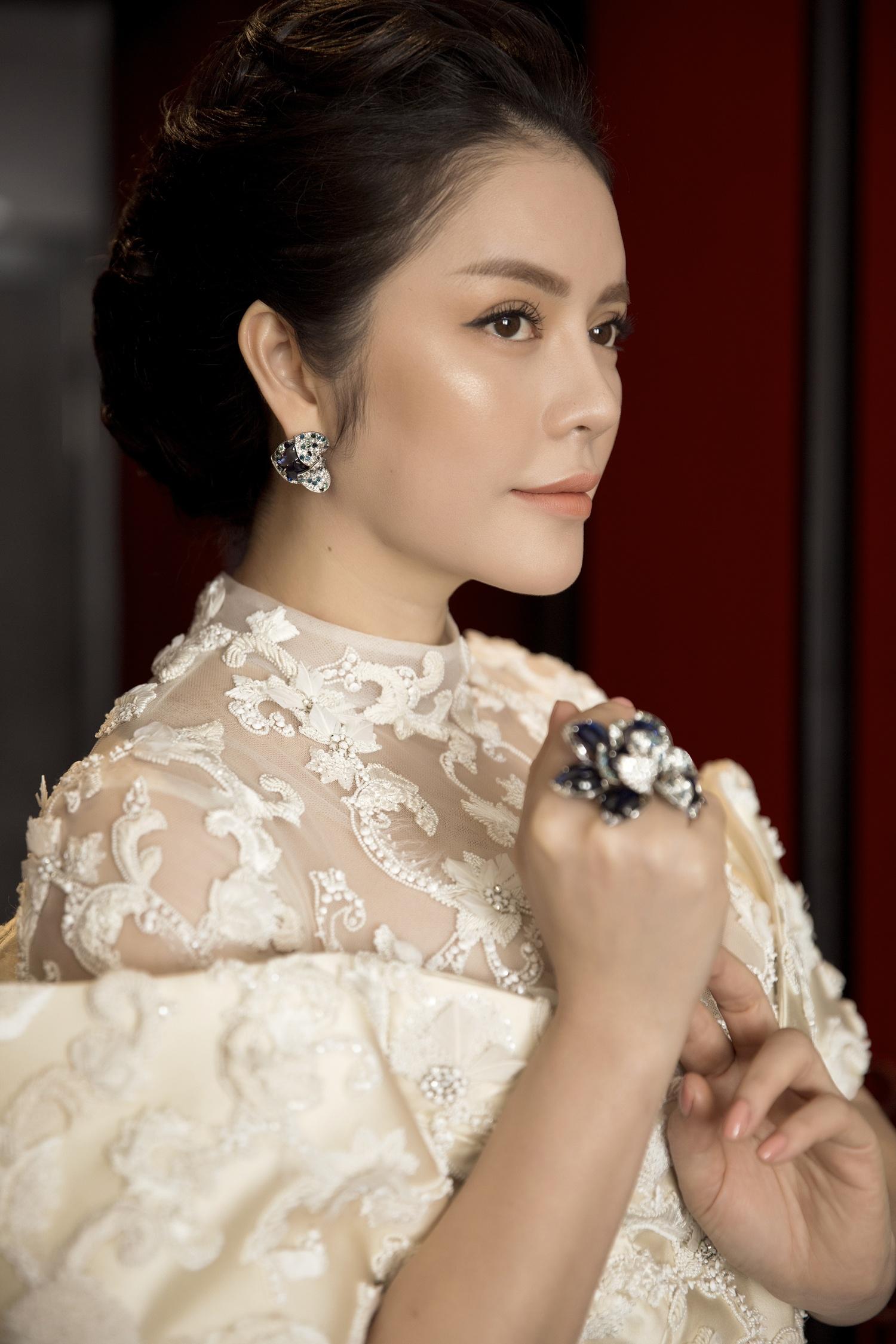 Không thua chị kém em, Lý Nhã Kỳ lộng lẫy như bà hoàng trên thảm đỏ khai màn LHP Cannes 2017 - Ảnh 22.