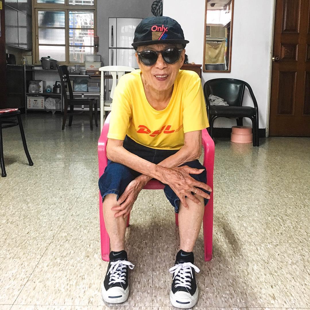 Chỉ 2 tuần sau khi xuất hiện trên Instagram, cụ bà 88 tuổi này đã trở thành hiện tượng thời trang xứ Đài - Ảnh 9.