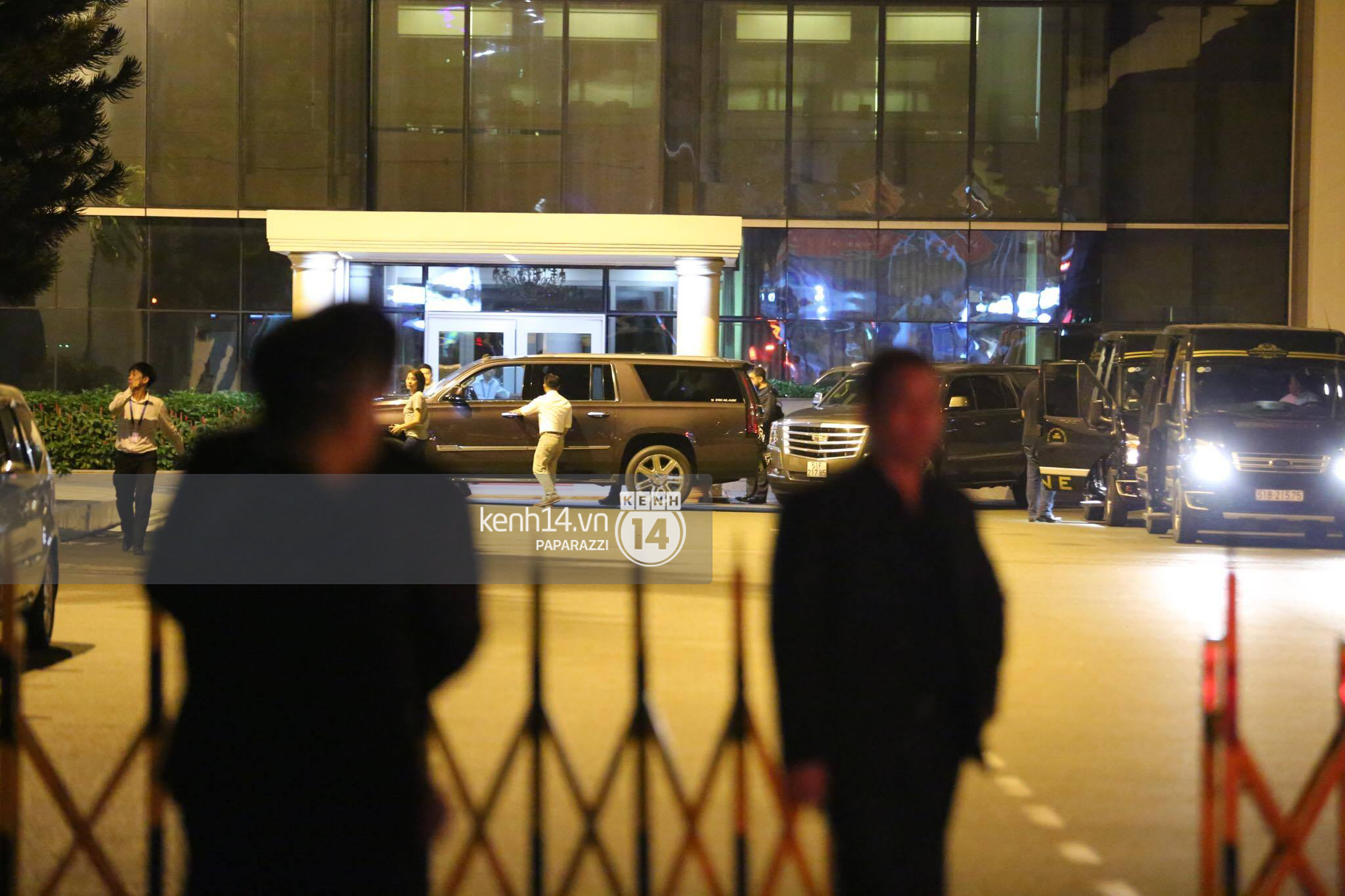 Độc quyền: Đến Việt Nam lúc 2h sáng, Ariana Grande vẫn lọt tầm ngắm paparazzi! - Ảnh 4.
