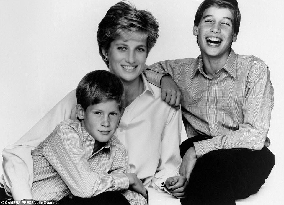 Chùm ảnh: Những khoảnh khắc hạnh phúc và ngọt ngào của Công nương Diana bên các con - Ảnh 13.