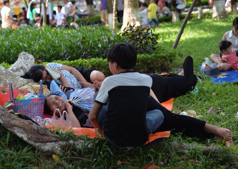 Chùm ảnh: Biển người đổ về khu vui chơi ở Hà Nội trong ngày đầu nghỉ lễ Quốc khánh - Ảnh 9.