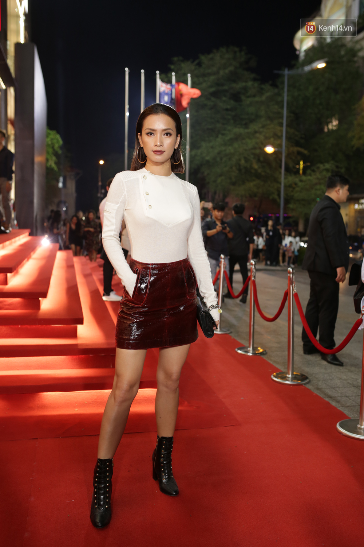 Angela Phương Trinh & Chi Pu quá đỗi sành điệu, công phá thảm đỏ sự kiện ra mắt H&M Việt Nam - Ảnh 25.