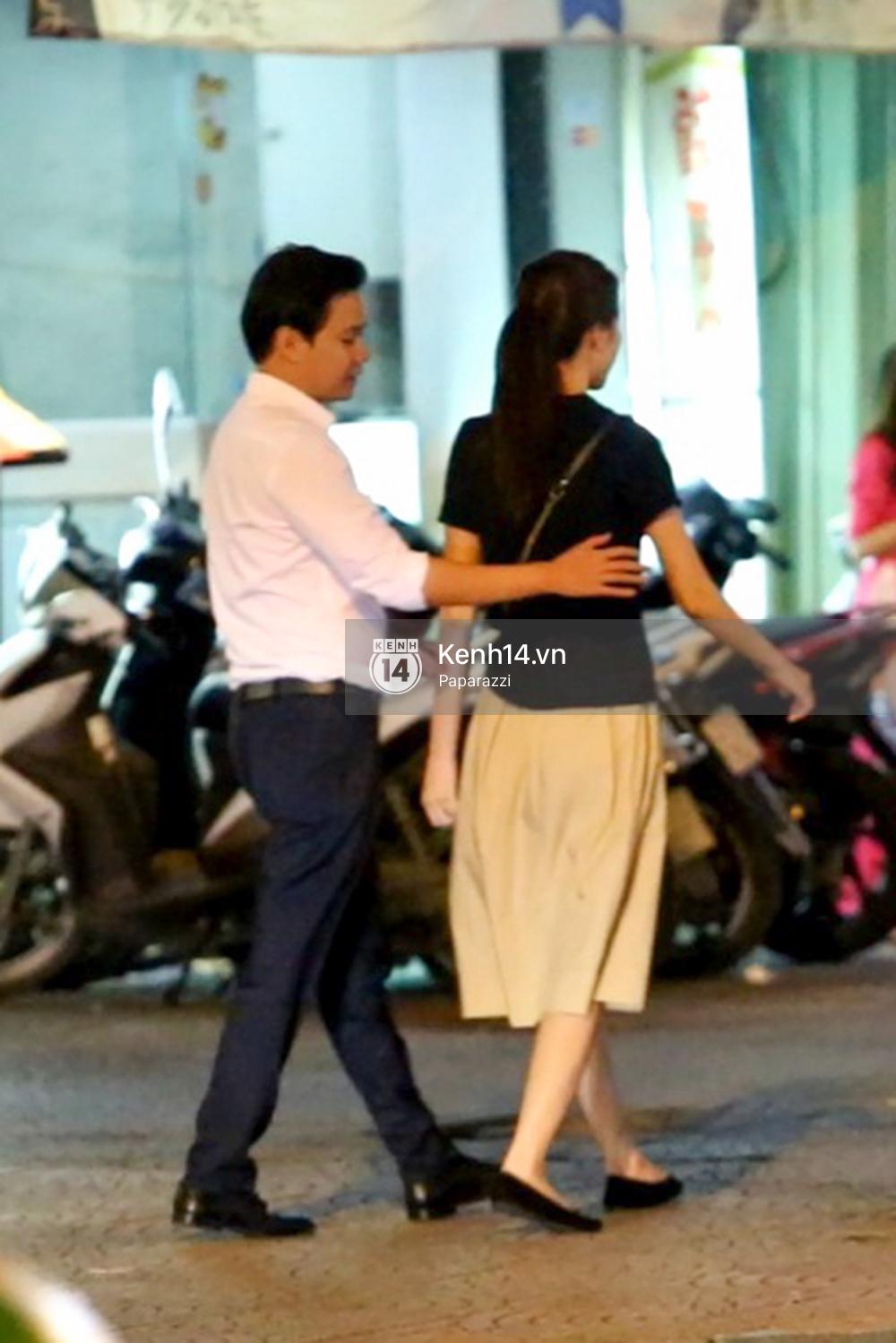 Hoa hậu Thu Thảo xuất hiện tay trong tay tình tứ cùng chồng sắp cưới trên phố sau khi báo hỷ - Ảnh 10.