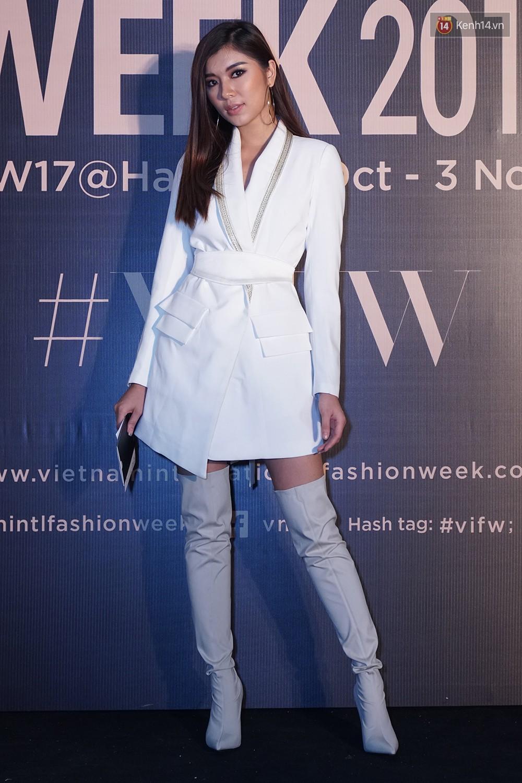 Thảm đỏ VIFW ngày 2: Giữa một dàn hot girl áo dài Quỳnh Anh Shyn, Salim... bỗng xuất hiện Linh Ka mặc váy trắng công chúa - Ảnh 8.