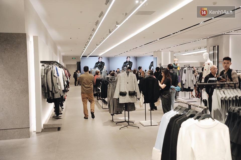 Zara Hà Nội khai trương: Tới trưa khách đông nghịt, ai cũng nô nức mua sắm như đi trẩy hội - Ảnh 19.