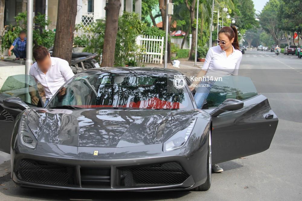 Diện đồ ton sur ton, Cường Đô la - Đàm Thu Trang và Subeo nổi bật với siêu xe trên phố - Ảnh 9.