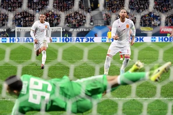 Tây Ban Nha hòa chủ nhà World Cup 2018 dù được hưởng hai quả phạt đền - Ảnh 7.