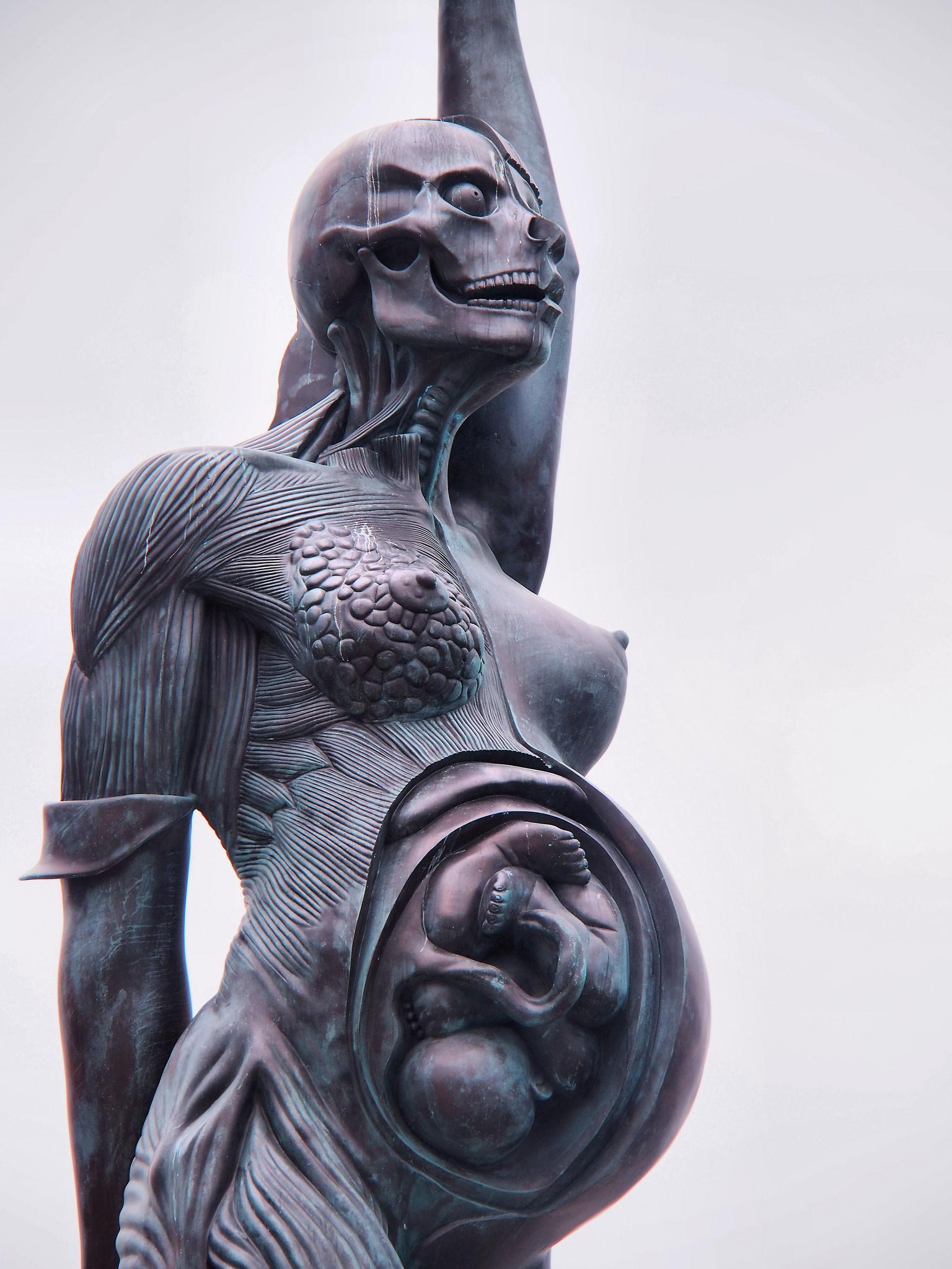 7 bức tượng khiến bạn vừa có cảm giác thích thú, vừa rùng mình run sợ - Ảnh 5.