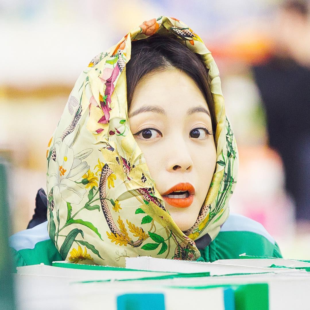 35 tuổi ế sưng nhưng Sa Jin Jin của 8X Chưa Yêu vẫn khiến người ta ghen tị vì tủ đồ hiệu quá xinh xắn - Ảnh 1.