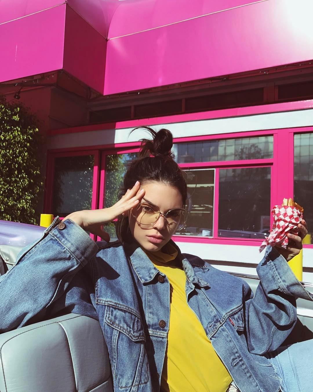 Bảng xếp hạng làng thời trang trên Instagram năm 2017: siêu mẫu Kendall Jenner xưng hậu, nhà mốt Chanel xưng vương - Ảnh 13.