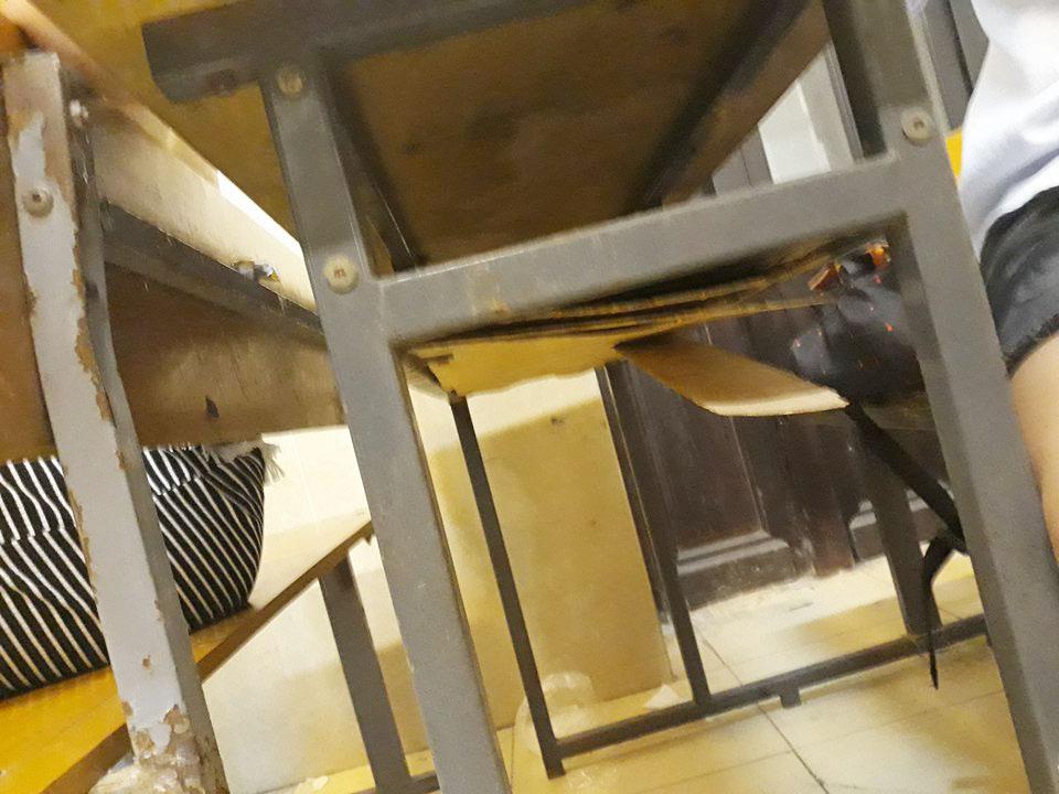 Bên trong trường học vợ NS Xuân Bắc tố học sinh phải kê dép, lấy ghế ngoài bãi phế thải để ngồi - Ảnh 4.