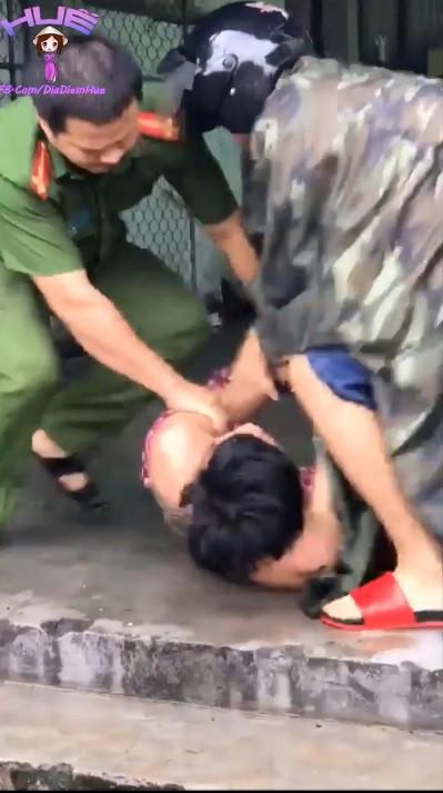Huế: Thanh niên nghi ngáo đá cầm chảo K+ đánh nhiều người trên phố - Ảnh 4.