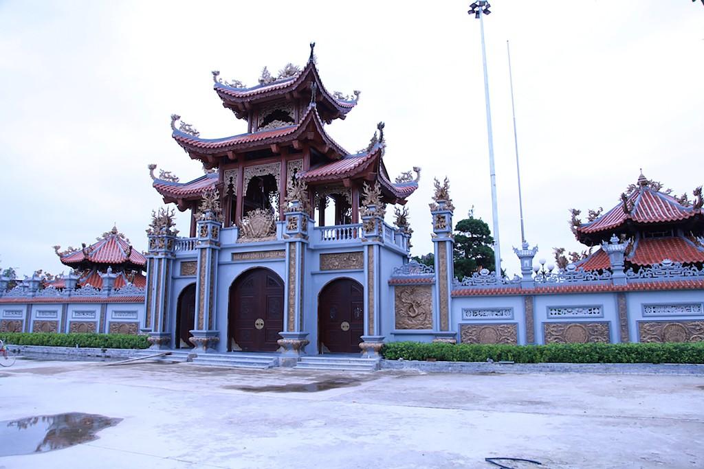 Chùm ảnh: Cận cảnh khu nhà thờ họ 100 tỷ với nhiều vật dụng dát vàng ở Nghệ An - Ảnh 1.