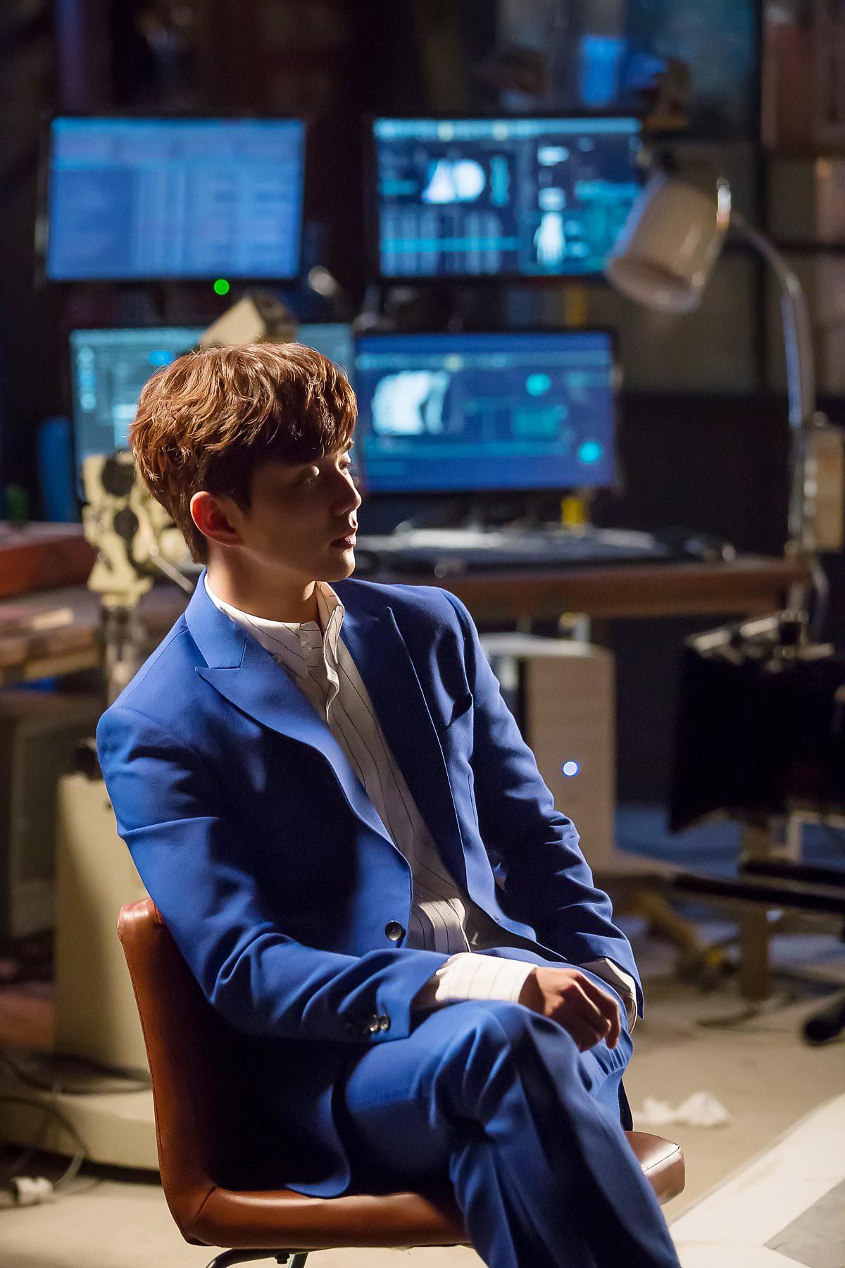 Yoo Seung Ho đã đẹp chết người, người yêu mới của anh còn xuất sắc hơn cả Kim So Hyun - Ảnh 13.