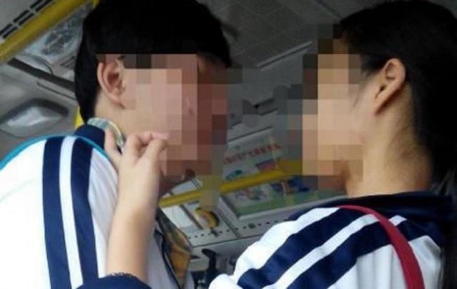 Cô bé 15 tuổi mang thai với cậu bạn cùng trường và nguyên nhân khiến người mẹ trẻ phải đau lòng - Ảnh 2.