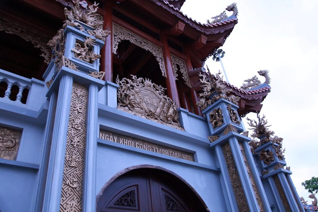 Chùm ảnh: Cận cảnh khu nhà thờ họ 100 tỷ với nhiều vật dụng dát vàng ở Nghệ An - Ảnh 2.