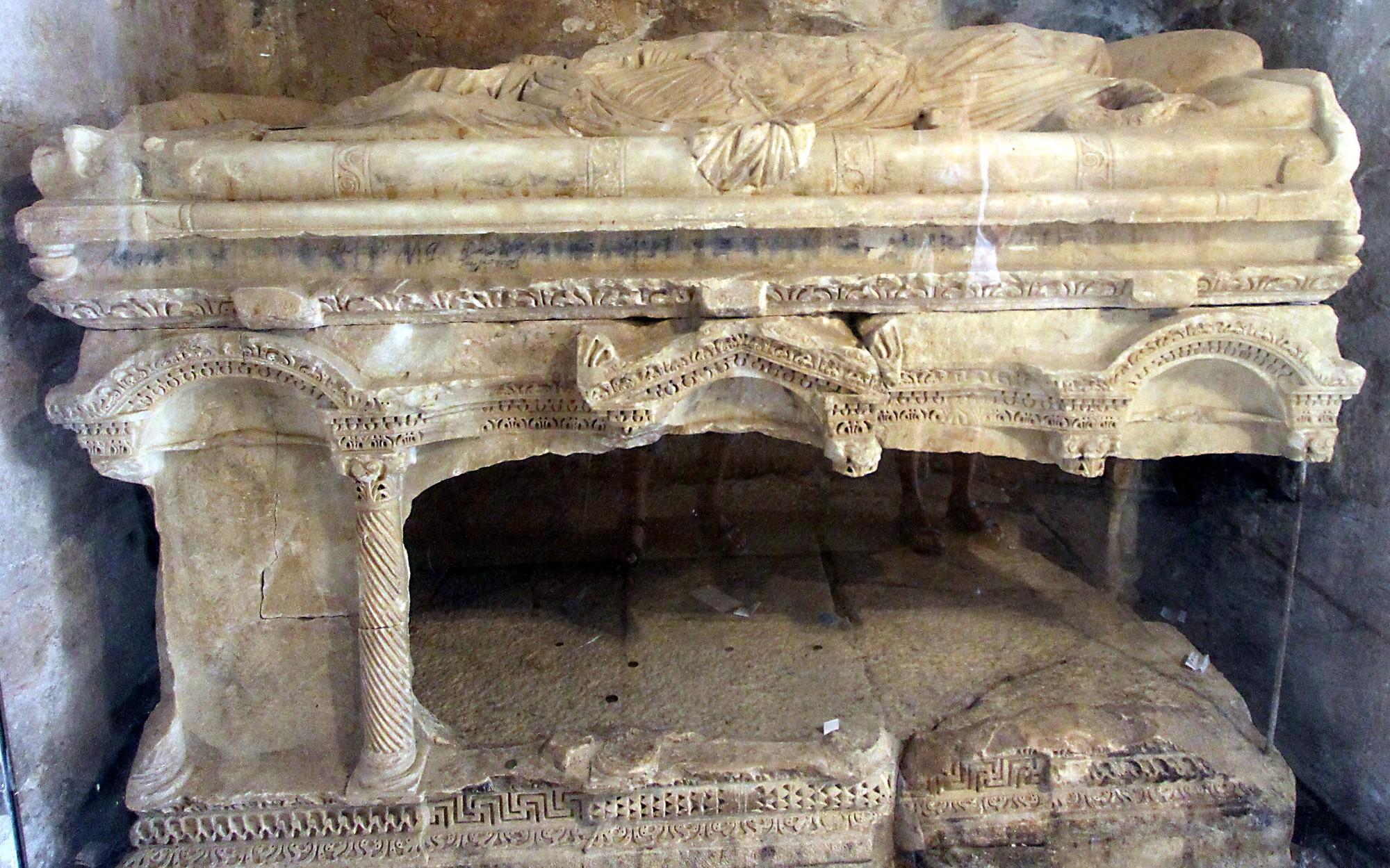 Mới tìm thấy mẩu xương được cho là của Ông già Noel - Ảnh 3.