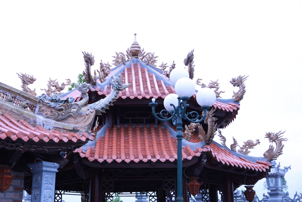 Chùm ảnh: Cận cảnh khu nhà thờ họ 100 tỷ với nhiều vật dụng dát vàng ở Nghệ An - Ảnh 3.