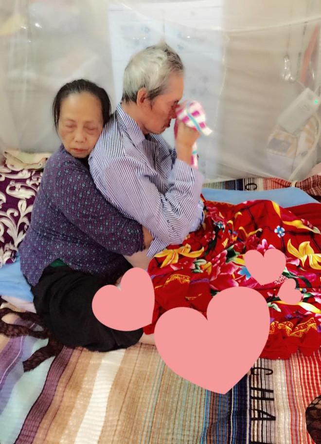 Cái ôm chặt sau 60 năm chung sống là hình ảnh xúc động nhất trên Facebook những ngày qua - Ảnh 1.