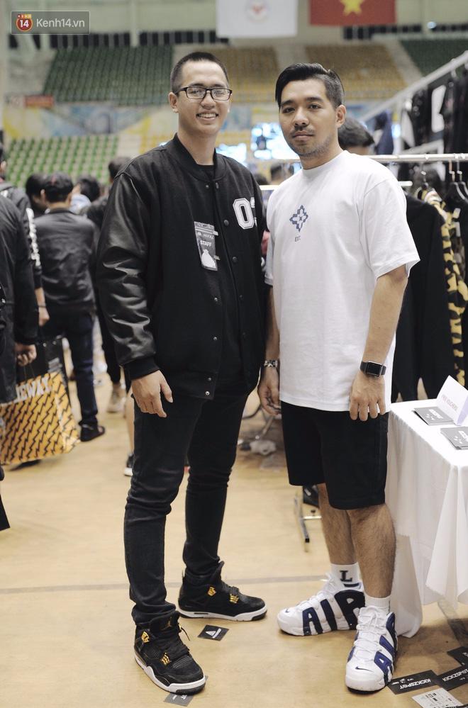 Giới trẻ Việt thi nhau mặc hoodie trăm triệu của Louis Vuitton x Supreme và đồ streetwear đắt đỏ tới Sole Ex 2017 - Ảnh 18.