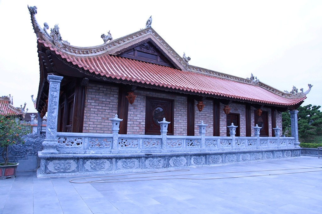 Chùm ảnh: Cận cảnh khu nhà thờ họ 100 tỷ với nhiều vật dụng dát vàng ở Nghệ An - Ảnh 4.