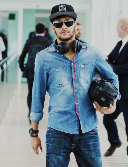 Quên Becks, Ronaldo, Messi đi, soái ca bây giờ là Neymar - Ảnh 4.